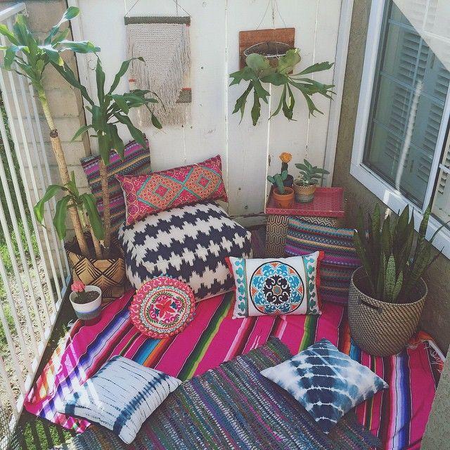 Jastucici na podu terase