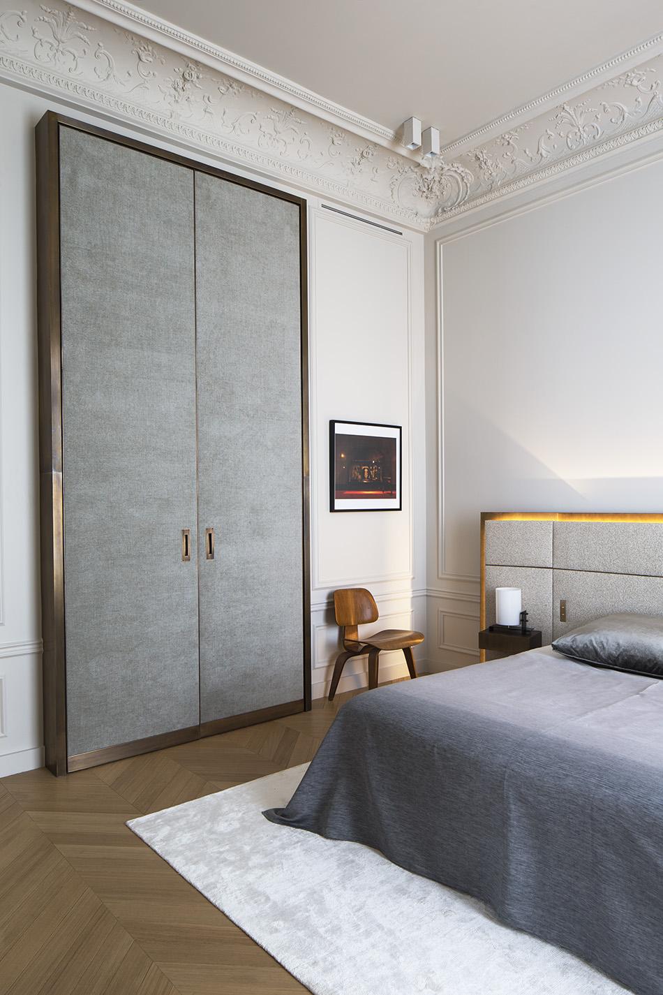Spavaca soba ekskluzivnog stana u Parizu