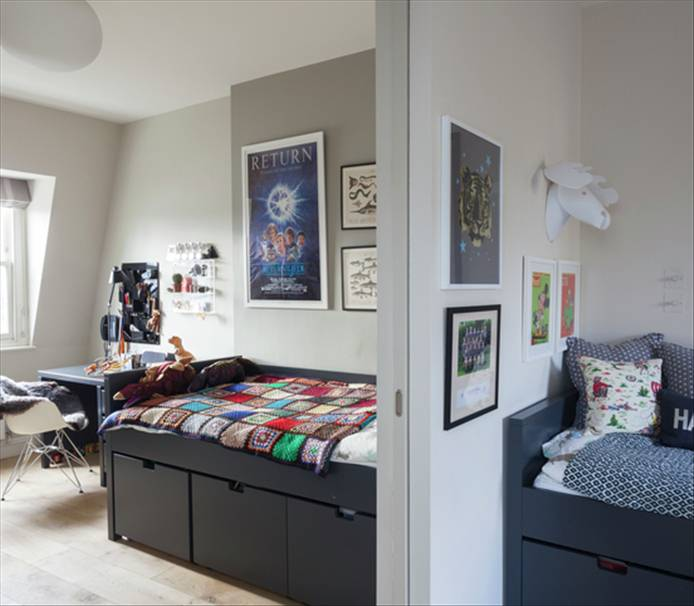 kreveti odvojeni kliznim vratima