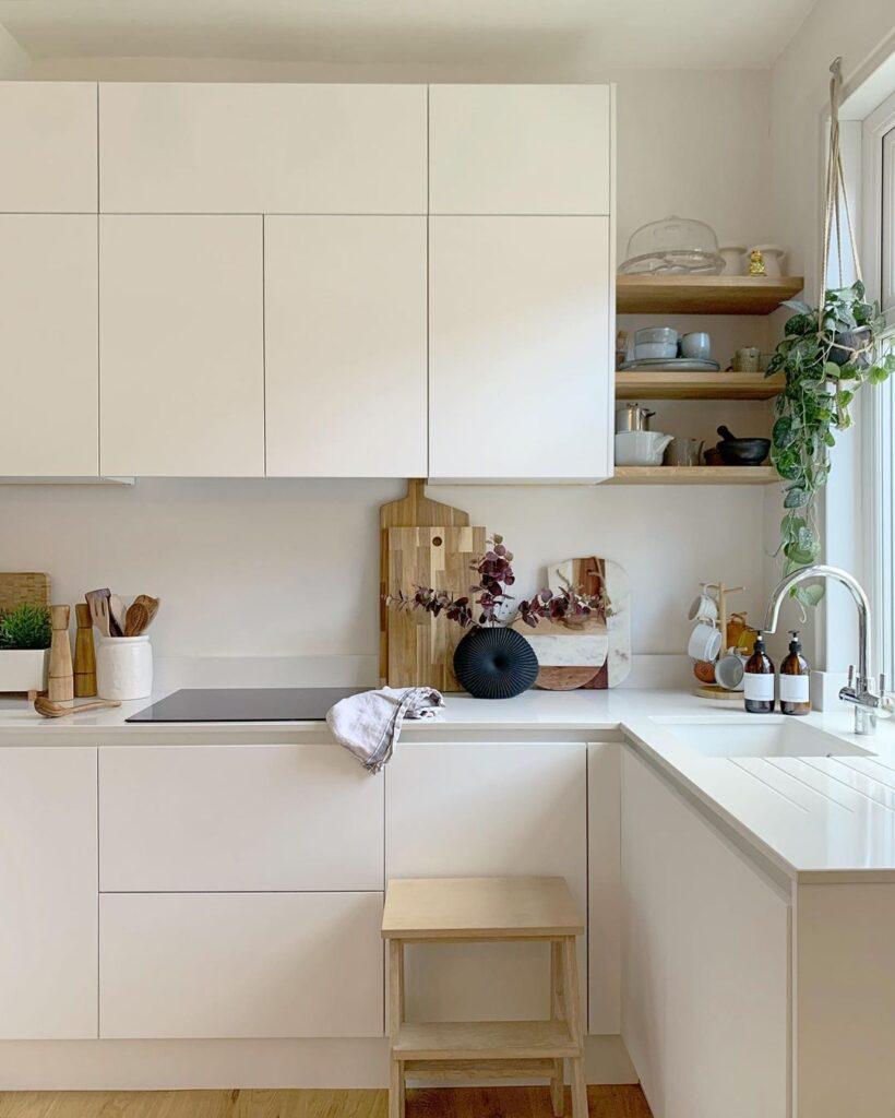 Mala kuhinja u beloj boji